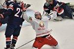 Игрок сборной Беларуси Александр Китаров радуется забитой шайбе