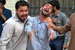 Пакистанцы на месте взрыва в Кветта
