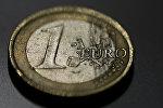 Монета номиналом в один евро. Архивное фото
