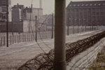 Спутник_Берлинская стена, на тридцать лет разделившая немецкий народ. Архив