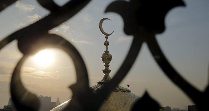 Полумесяц на мечети
