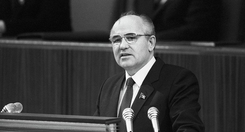 М.С.Гарбачоў выступае з дакладам