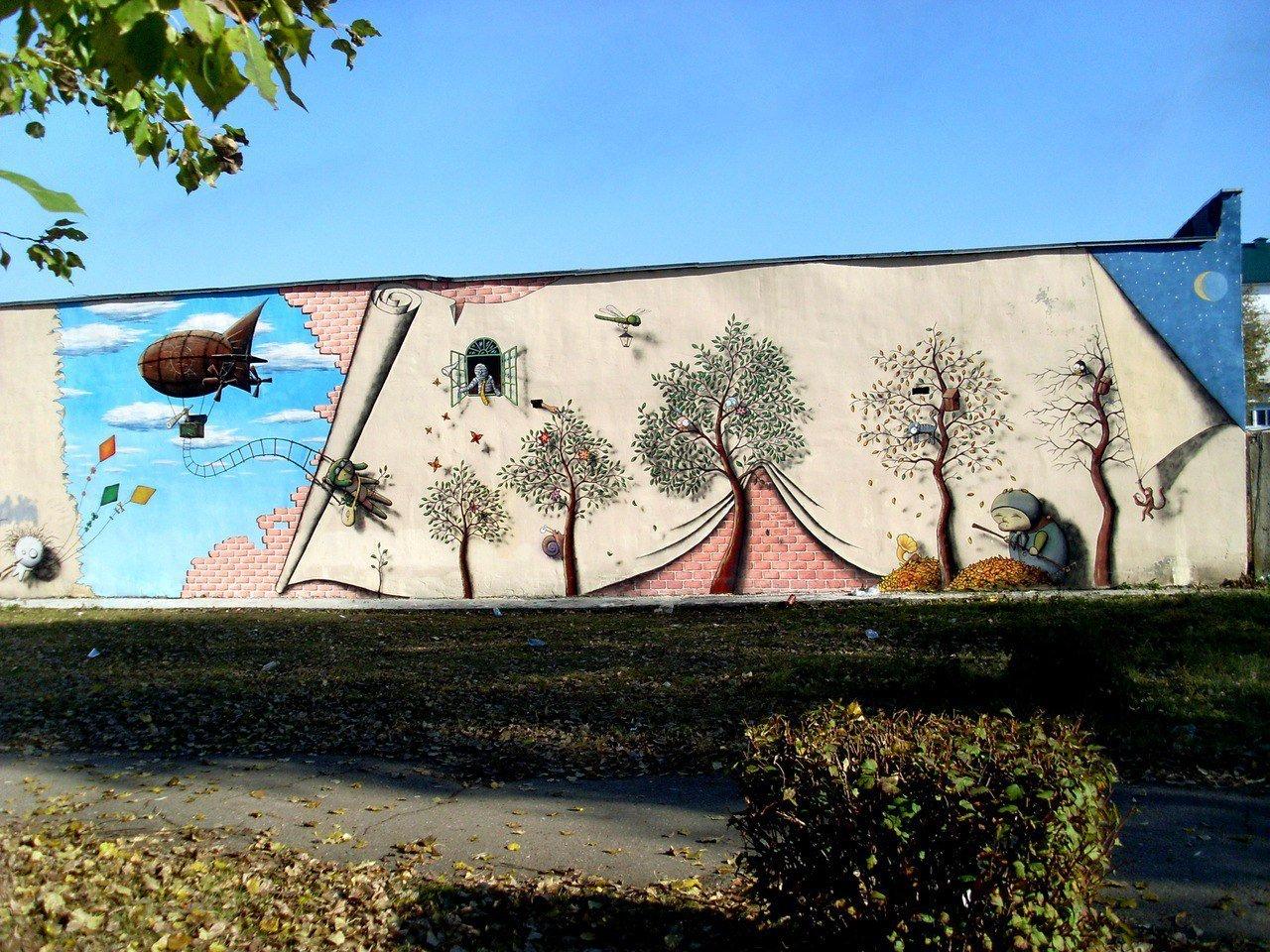 Стена возле детской поликлиники на улице Ильина в Пинске
