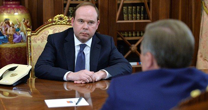 Президент РФ В. Путин встретился с С. Ивановым и А. Вайно