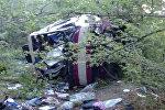 Спутник_Рейсовый автобус упал в обрыв в Крыму. Кадры с места ДТП
