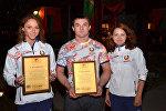 Спортсмены с сертификатами для школ