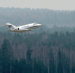 Самолет взлетает с Национального аэропорта Минск