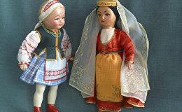 Куклы в национальных грузинском и белорусском костюмах