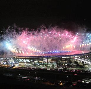 Праздничный салют в честь закрытия Олимпийских игр в Рио-де-Жанейро
