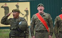 Миротворцы исполняют гимн на совместных учениях ОДКБ Нерушимое братство-2016