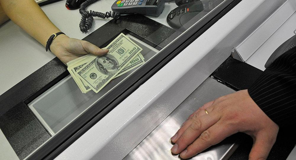 Госконтроль иНацбанк хотят знать ктомуже о больших платежах «недобанков»