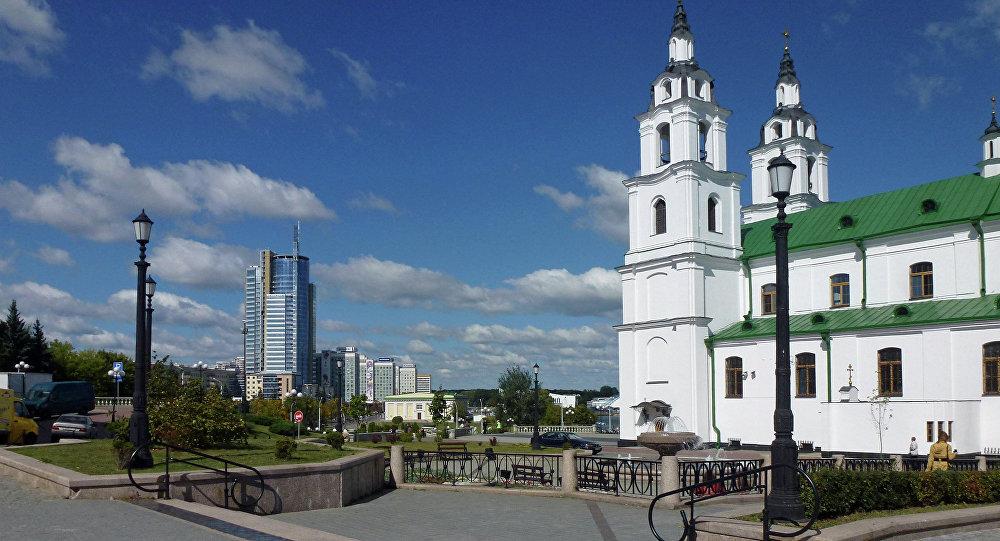 Кафедральны сабор на Плошчы Свабоды ў Мінску