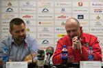 Председатель ФХРБ Игорь Рачковский (слева) и главный тренер сборной Беларуси Дэйв Льюис