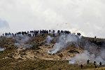 Шахтеры во время столкновений с сотрудниками ОМОНа во время акции протеста против политики правительства президента Боливии Эво Моралеса