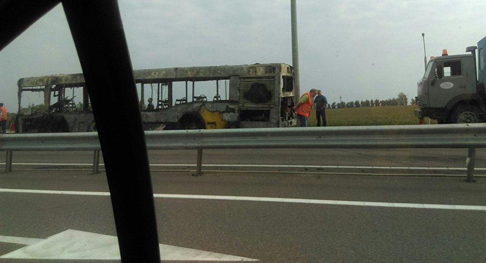 Под Минском сгорел автобус, который вез дачников