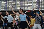 Городская танцевальная акция Танцуй, Москва! в аэропорту Внуково