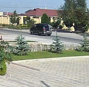 Теракт в посольстве Китая: взрыв и автомобиль Delica запечатлела камера