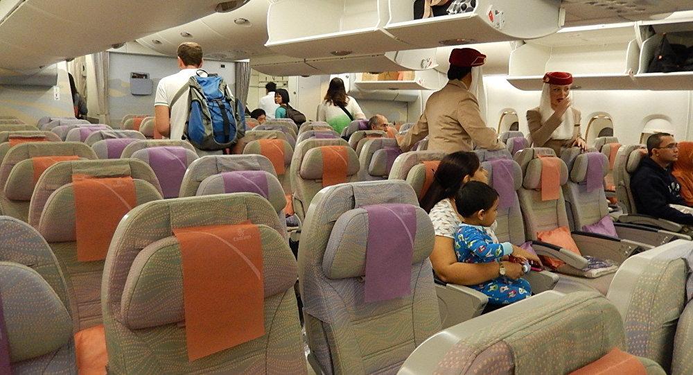 Поцеловавший стюардессу ради селфи мужчина попал втюрьму вДубай