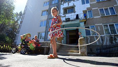 Повезло не только центральным улицам. Дом №2 на 1-м Вокзальном переулке одевают в шубу