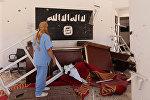 Флаг ИГИЛ в освобожденном городе в Ливии