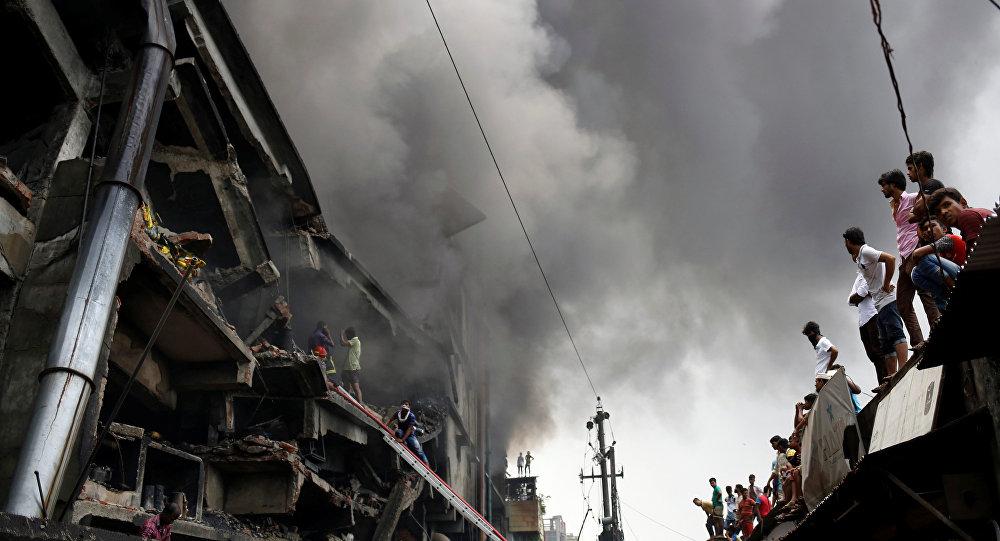 ВБангладеш 12 человек погибли в итоге взрыва ипожара нафабрике