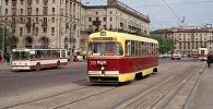 Трамвай РВЗ-6 и троллейбус ЗиУ-9 на Привокзальной площади в Минске. 1987 год.