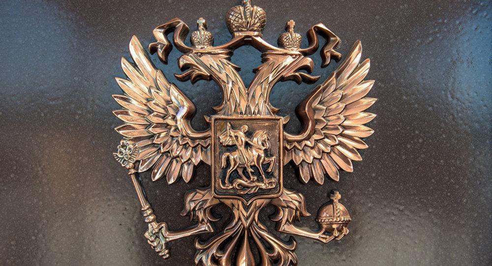 ВКиеве неизвестные забросали фейерверками посольство Российской Федерации