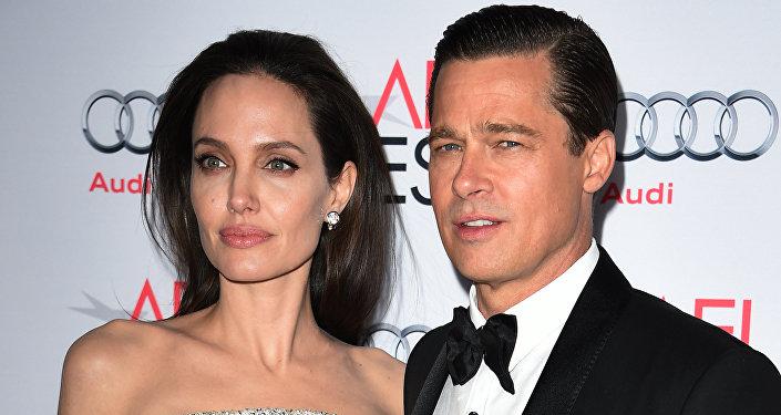 «Что-то очень серьезное»: отец Джоли прокомментировал причину ееразвод