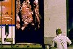 Сотрудники Россельхознадзора проверяют фуру с белорусской говядиной