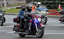 Президент Беларуси Александр Лукашенко с младшим сыном Николаем проехали во главе колоны байкеров