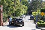Возле дома Брэда Питта и Анджелины Джоли в Лос-Фелис, штат Калифорния, 20 сентября