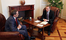 Встреча главы МИД Беларуси Владимира Макея (справа) с временным поверенным в делах в США в Беларуси Робертом Райли