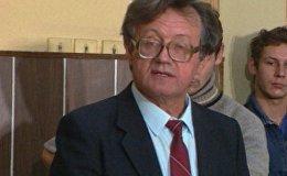Алесь Адамович отстаивает свое отношение к Сталину в суде. Архив