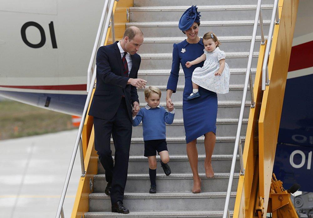 Принц Джордж отказался подать руку канадскому премьеру