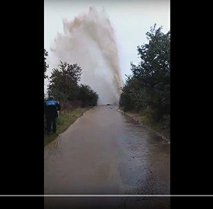 Видеофакт: фонтан воды недалеко от Гродно Азота