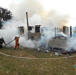 Пожарные тушат фельдшерско-акушерский пункт в Жлобинском районе