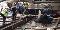 СПУТНИК_Поезд врезался в платформу в Нью-Джерси. Кадры с места ЧП