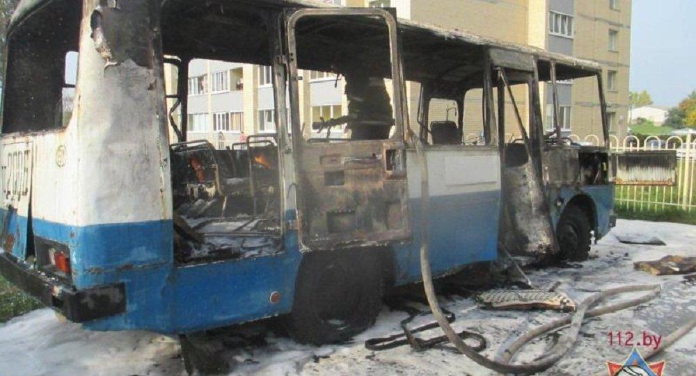 ВМогилеве сгорели автобус илегковой автомобиль— МЧС