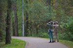 Фотобердеров легко отличить по биноклю, фотоаппарату и устремленному к макушкам деревьев взгляду