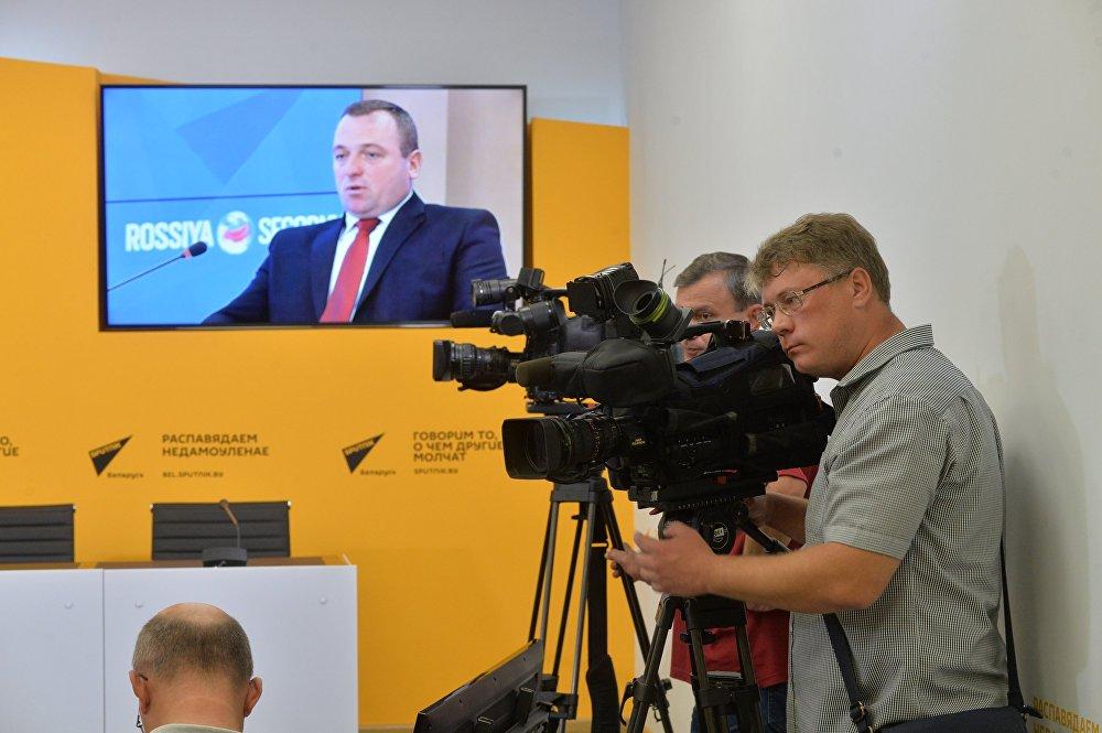 Первый заместитель министра спорта и туризма Беларуси Александр Гагиев в Москве в ходе телемоста
