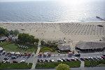 На пляже курорта Золотые пески