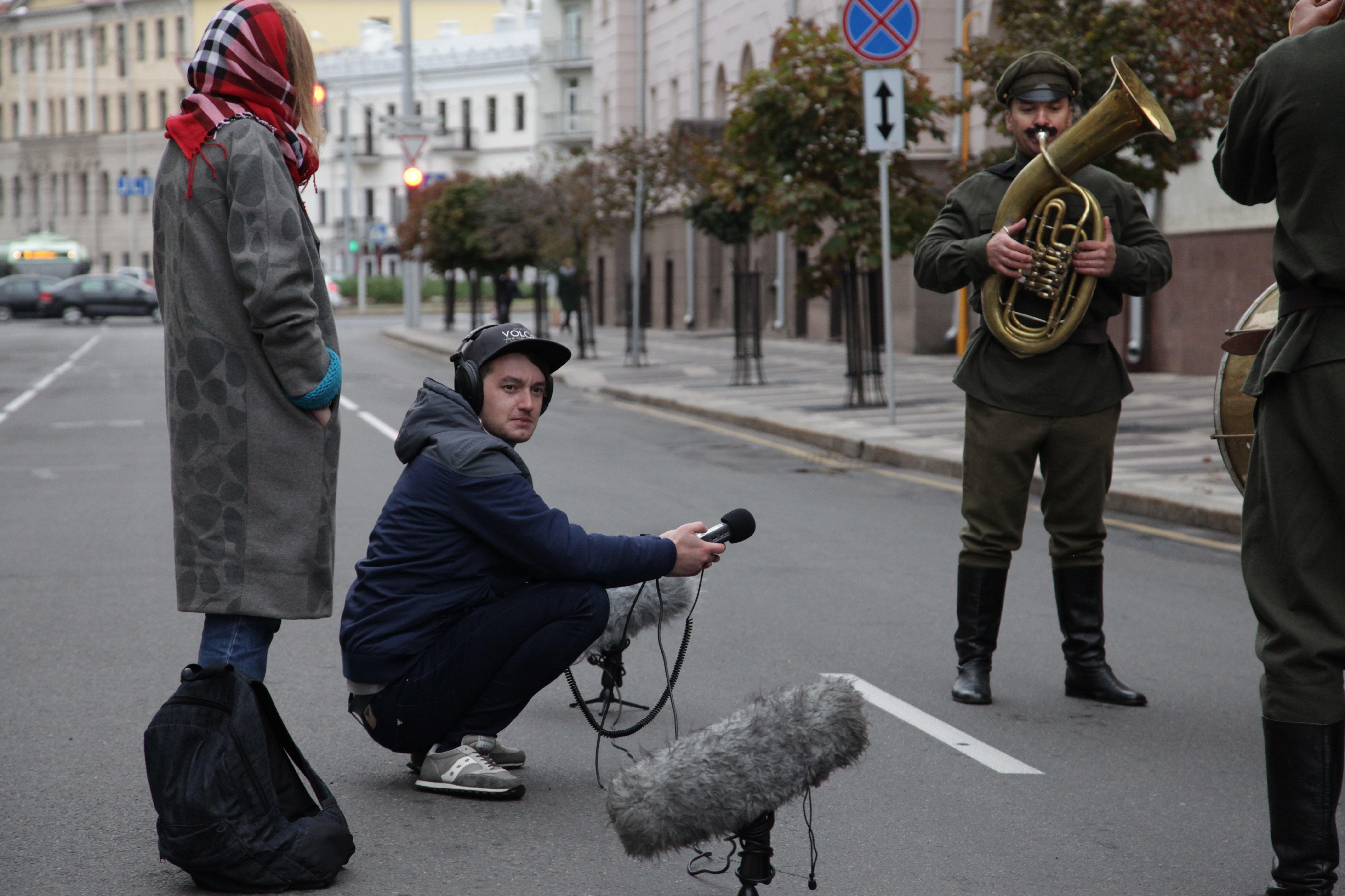 На время съемок улицу Маркса перекрывали и эвакуировали все автомобили