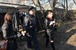 Милиционеры и судебные исполнители, проводившие выселение семьи Брель