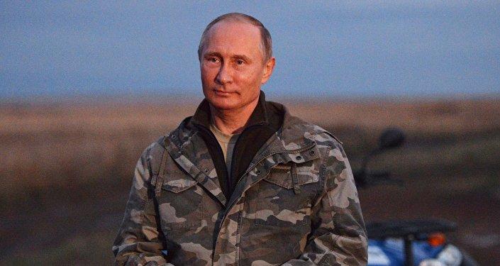 Лукашенко поздравил В. Путина сднем рождения