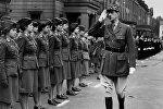 Шарль де Голль во время парада в Лондоне в 1942 году