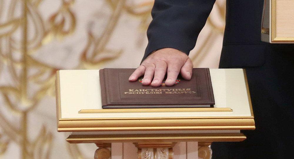 Александр Лукашенко вступил в должность Президента Беларуси. Церемония инаугурации состоялась во Дворце Независимости