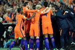 Футболисты сорной Нидерландов празднуют гол в ворота команды Беларуси