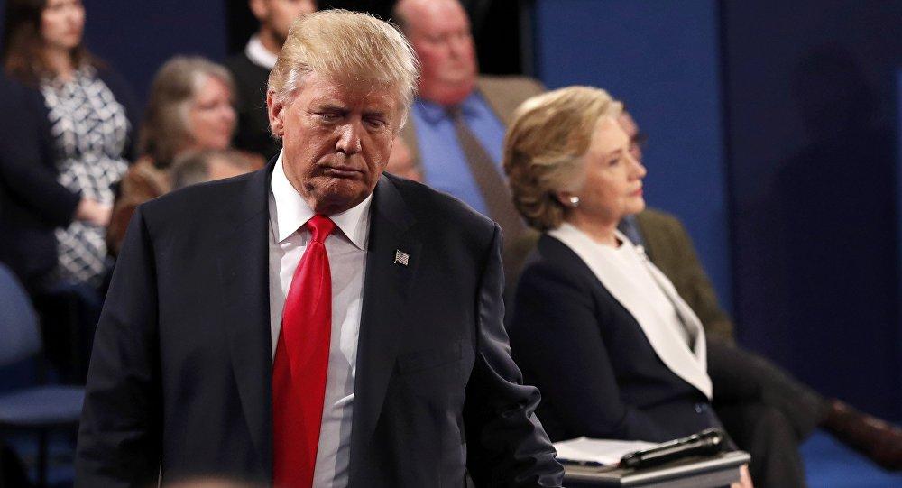 Дональд Трамп во время дебатов с Хиллари Клинтон