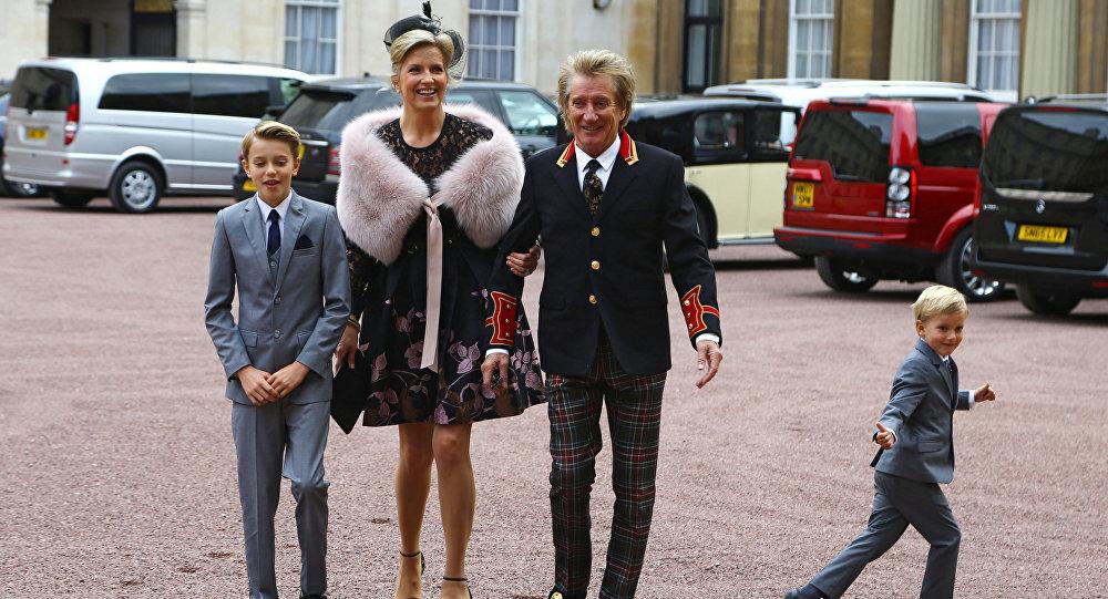 Британский принц Уильям посвятил Рода Стюарта врыцари