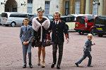 Род Стюарт с семьей в Букингемском даорце